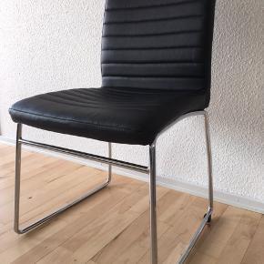 2 stk. flotte spisebordsstole sælges for 59 kr. pr. stk.  Se også mine andre annoncer.