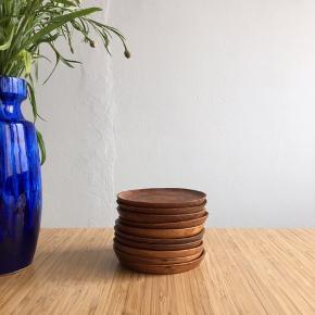Retro glasbrikker i teak. 10 stk. Sælges kun samlet.  #teaktræ #glasbrikker #bordskånere #coasters