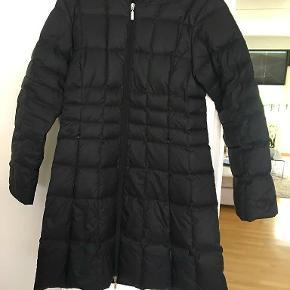 Moncler frakke sort. Nypris 4000 Tlf.22329369.