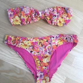 Varetype: Bikini Størrelse: 40/42 Farve: Multi  Toppen er str. 40 og underdelen er str. 42.
