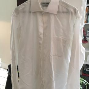 Christian Troelstrup Copenhagen klassisk hvid herreskjorte med brystlomme. Str L/41-42