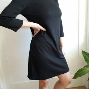 Sort basic hverdags kjole.