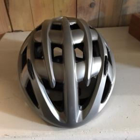 Cykelhjelm - som ny str m   Byd gerne