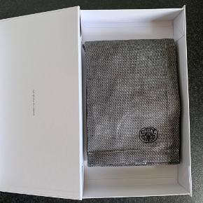 Georg Jensen Damask forklæde grå str. one size. Helt nyt i gavekasse. Kan sendes for 39 kr.