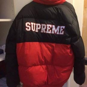 Supreme reversible puffy jacket fra 2015  Købt fra ny i Supreme Hype NY i foråret Størrelse XL Cond: 9/10 brugt maks 10 gange - ingen tegn på slid