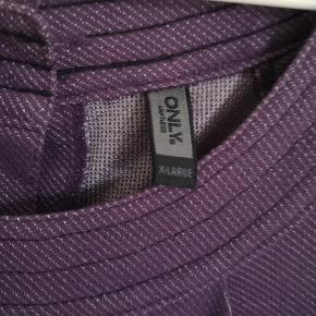 Fin lilla kjole fra Only str. XL  med knapper i ryggen!