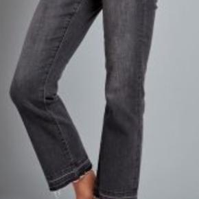 Str L Længde 34 Vero moda Kick flare ankle jeans Mørk grå Super fede Fra røgfrit hjem
