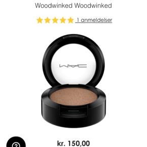 Mega flot eyeshadow fra Mac i farve Woodwinked. Det er aldrig brugt! Det kan hentes i Aalborg C. Mp er 100kr. 🌸  Afhentes på Aalborg 9000, og I er velkommen til at komme og se den og andre produkter (festkjoler, dekorationer,møbler og andre) jeg har til salg, grundet flytning.