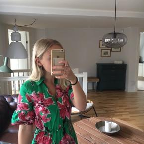 Zara sommer kjole i 100% bomuld. Brugt få gange