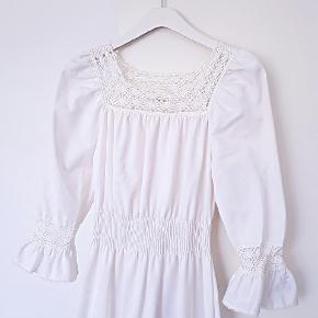 Smuk vintage kjole i rigtig god stand.  Størrelse 34/x-small.  (maxikjole, sommerkjole)