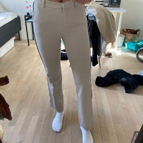 """- Birgitte Herskind bukser i modellen """"Nanna"""" - str xs, men da de giver sig lidt passes de også sagtens af en str s."""