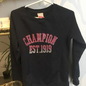Champion sweatshirt str s God stand og næsten ikke brugt
