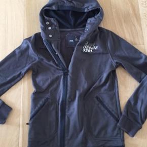 Skøn jakke med hætte - det er str s og synes den svarer til en 12-13 år - spørg gerne for mål - #30dayssellout