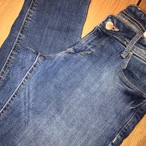 Super fine blå jeans i str 28