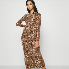 KENDALL + KYLIE kjole
