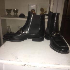 Lækre Billi Bi støvler, kun brugt en enkelt gang.  Nypris ca. 1450kr. 3 Måneder gamle.  Spørg løs eller giv det et bud🤩  Se også gerne mine mange andre annoncer💪🏼