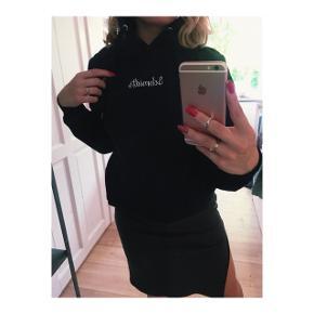 Mørke blå hoodie fra Schmidts Copenhagen i størrelse S.  Brugt få gange  Nypris 400kr
