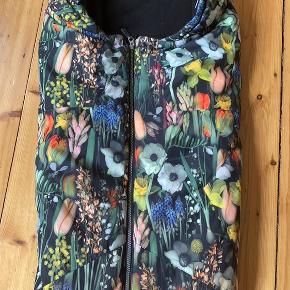 Molo pandora botanic sovepose/kørepose. Rigtig fin stand og super varm. Vandtæt.