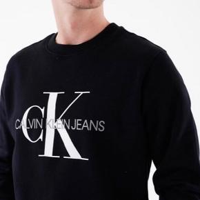 Jeg sælger den calvin Klein crewneck for min veninde  Str:16 svarer til small Np: 800 Mp: 400+fragt