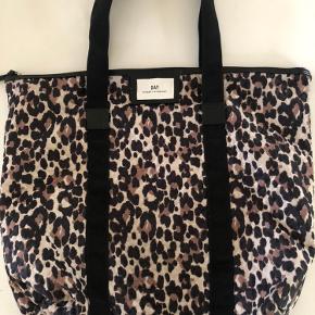 Worn a few times.  Big shoulder bag Size 56 cm x 49 cm