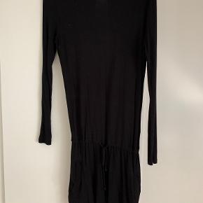 Moss Copenhagen anden kjole & nederdel