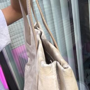 Chanel tote bag har lidt slidspor som set