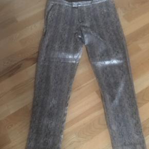 Skønne bukser med let stræk Let guldfarve