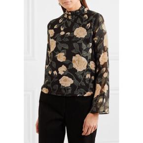 Sælger denne super smukke Carlton Georgette bluse fra Ganni.  Brugt og vasket én enkelt gang og fremstår som ny.  Str. 36.  Kan mødes og handle i København K eller sende med DAO via Trendsaleshandel - pris for fragt kommer oveni :)