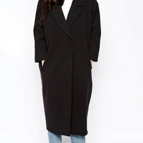 Tynd frakke fra Monki str. XS - passer også en str. S. Kommer fra et røgfrit hjem.