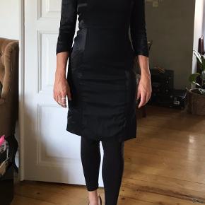 Festlig kjole fra inwear Str40  lynlås i siden Kropssnæver