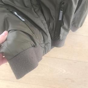Lækker forårs/sommer jakke fra VDT. Der er fnulder på ribkanterne men ingen funktionsfejl. Sælges billigt så ingen bud under . Tryk køb nu ✔️ der står 14 år i jakken