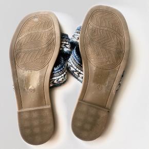 Smukke sandaler, der aldrig er brugt, da de desværre er for små til mig. Passer en alm. str. 39  Kan afhentes på Trøjborg eller sendes med DAO for købers regning 🤍  Der gives mængderabat, så kig endelig mine annoncer igennem 🌸