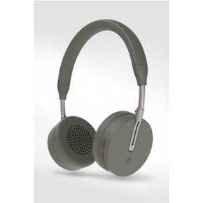 Kygo A6/500 Bluetooth høretelefonerFarve: Palm  BYD - mp. 800  ALDRIG BRUGT! Np. 1600 kr 🔥 Næsten 2 års reklamation ved POWER De har vundet en pris i februar 2018 (sidste billede) 🏆  Indeholder bl.a.: * Bluetooth 4.1 * Easy NFC parring * AAC® og Qualcomm® aptX™codec * 18-timers spilletid (på fuldt opladet batteri) * Super slim design * Mikrofon * Beskyttelses taske * High quality memoryskum * Kan både bruges med iOS og Android