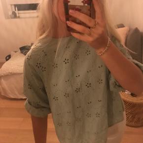 Fineste bluse fra zara💚 Sælges billigt, da jeg ikke får den brugt!!