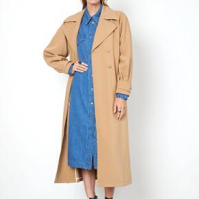 Second Female Trenchcoat