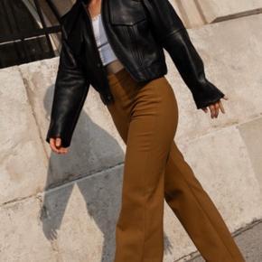 Sælger mine H&M AW19 STUDIO bukser i uld, da de desværre er blevet for store til mig. Str: 34 (vil også kunne passes af en 36) - Nypris: 1399 ✨