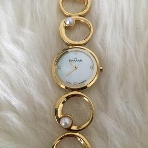 Skagen ur i guldfarvet med perler Næsten ingen brugsridser, ridser på bagsiden fra batteriskift, nyt batteri i sat