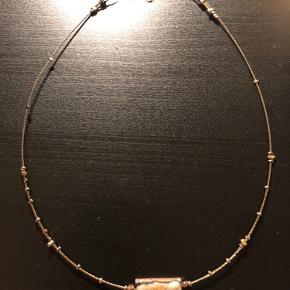 Håndlavet enestående halskæde. Vedhæng: malet metal med emalje. Brugt meget få gange. Pris ekskl. fragt.