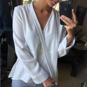 Hvid skjorte / bluse med bindebånd fra Zara. Str. S 💛 byd