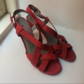 Ecco sandaler str 41. Sølen måler 27 cm og hælen er 9