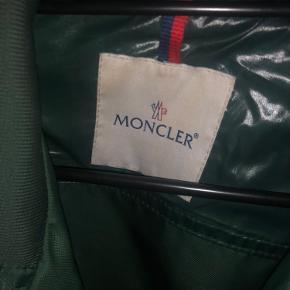 Fin jakke, størrelse 2. Brugt meget lidt, rigtig god stand.  Ældre model Gi gerne et bud :)