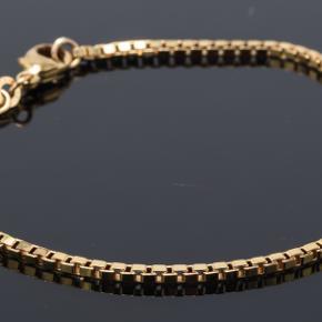 Lækkert venezia armbånd med en længde op 18,5cm (standard) Det er massivt 8 karat guld (ikke forgyldt, men ægte guld) og stemplet 333 for 8 karat ægthed.  1,0 bredt og næsten ikke brugt.   Farven går aldrig af, og man kan bade med det, da det er ægte guld.
