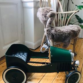 Fedeste retro pedalbil fra Illums Bolighus. Står stort ser som ny