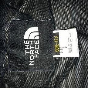 Fin North Face jakke, til en billig pris, da jeg ikke kan passe den længere