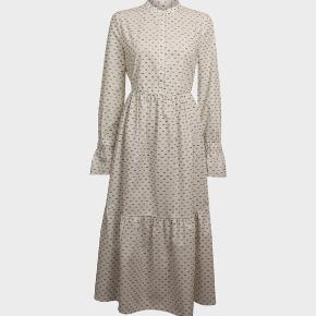 Smukkeste kjole fra Baum und Pferdgarten str 34. Tyk materiale som falder smukt.
