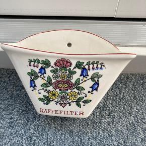 Flot kaffe filterholde i porcelæn. Meget fin stand