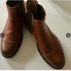 Superlækre og meget flotte læderstøvler. Indvendig sållængde 27 cm