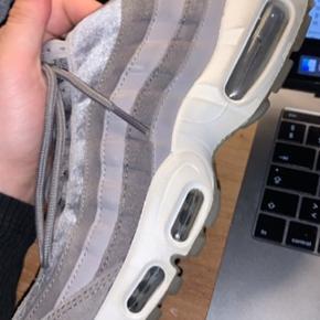 Fede Nike Air Max 95 Grå.  Ikke brugt særlig meget Str 38 Køber betaler fragt:)