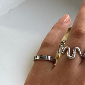 faith ring der står ikke str. i men den passer en 51/50