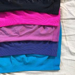 Pink, lyserød/rosa, lilla og blå: str M Sort: XS/S  Søgeord: træningstøj, fitness, aktiv, tætsiddende, mønster  - sælges helst samlet :)  Byd 🌸